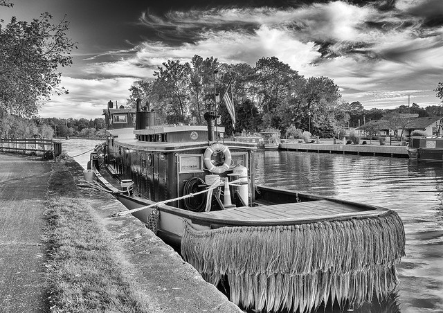 boat on erie canal